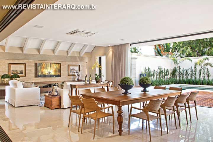 Nesta casa o dia a dia acontece no piso térreo enquanto no piso superior fica a ala íntima - Revista InterArq | Arquitetura, decoração, design, interiores, paisagismo, lifestyle e festas