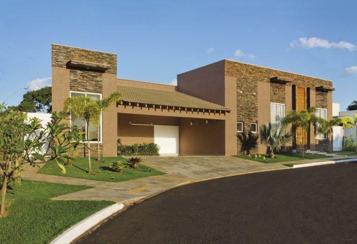 O terreno em formato triangular foi o maior desafio deste projeto residencial - Revista InterArq | Arquitetura, decoração, design, interiores, paisagismo, lifestyle e festas
