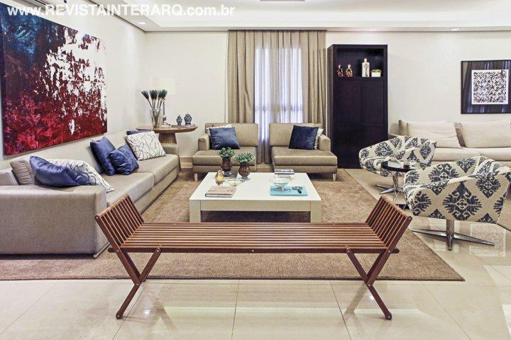Depois de uma temporada morando fora do Brasil, o casal com filhas gêmeas queria uma residência com muito espaço para receber a família - Revista InterArq | Arquitetura, decoração, design, interiores, paisagismo, lifestyle e festas