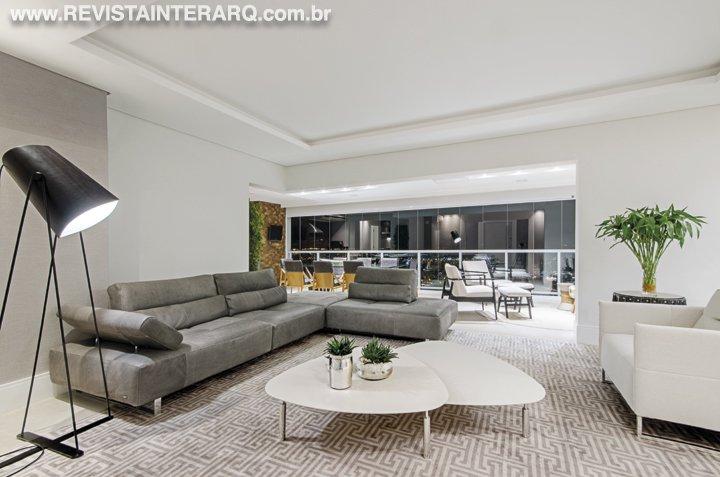 Neste apartamento, o projeto de design de interiores privilegiou a leveza das cores claras e das peças atuais - Revista InterArq   Arquitetura, decoração, design, interiores, paisagismo, lifestyle e festas
