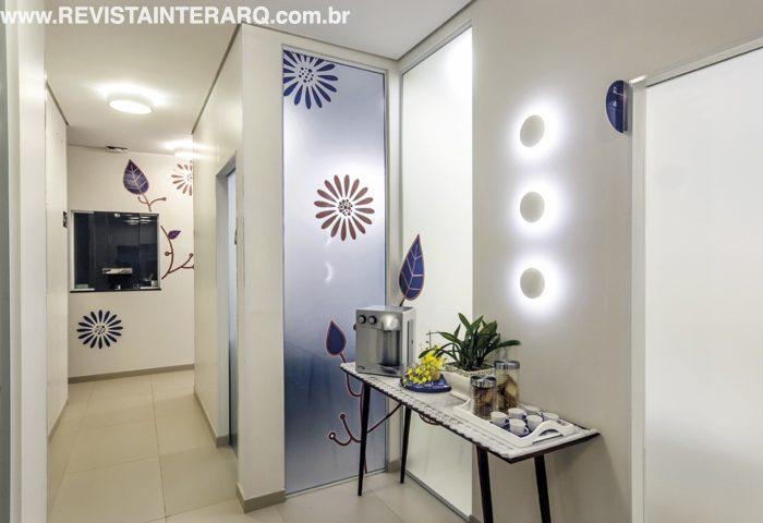 Neste Laboratório Clínico, o design de interiores complementou a proposta da arquitetura: promover o bem-estar de pacientes - Revista InterArq   Arquitetura, decoração, design, interiores, paisagismo, lifestyle e festas