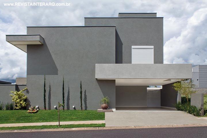 Com o espaço de confraternizações isolado, os ambientes cotidianos desta casa estão sempre organizados - Revista InterArq | Arquitetura, decoração, design, interiores, paisagismo, lifestyle e festas