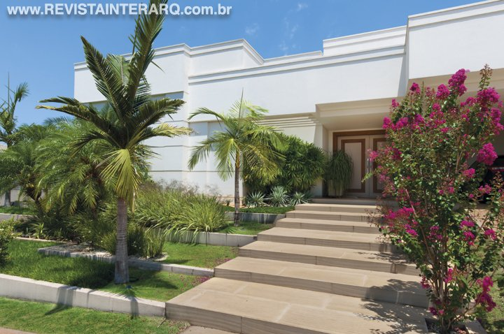Jardins em diferentes níveis deram movimento a este exuberante projeto de paisagismo - Revista InterArq   Arquitetura, decoração, design, interiores, paisagismo, lifestyle e festas