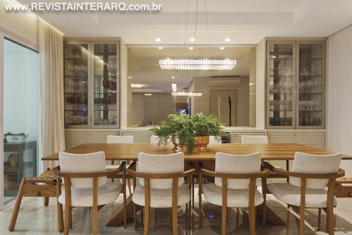 Neste apartamento os ambientes ganharam materiais únicos e iluminação cênica, tornando os espaços perfeitos para receber - Revista InterArq   Arquitetura, decoração, design, interiores, paisagismo, lifestyle e festas