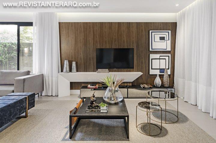 Ambientes clean, modernos e bem iluminados definem o projeto desta residência - Revista InterArq | Arquitetura, decoração, design, interiores, paisagismo, lifestyle e festas