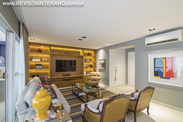 No décor deste apartamento, o mix de mobiliário clássico e peças contemporâneas garantiu equilíbrio visual - Revista InterArq   Arquitetura, decoração, design, interiores, paisagismo, lifestyle e festas