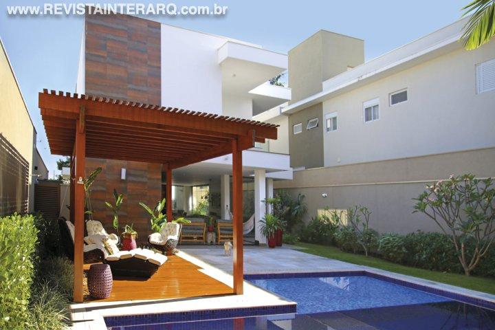 O projeto de paisagismo  acompanha a verticalidade da arquitetura e seus acabamentos - Revista InterArq   Arquitetura, decoração, design, interiores, paisagismo, lifestyle e festas