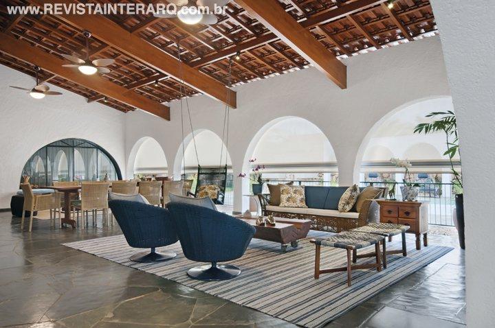 O design de interiores revitalizou o projeto desta residência de mais de 30 anos - Revista InterArq | Arquitetura, decoração, design, interiores, paisagismo, lifestyle e festas