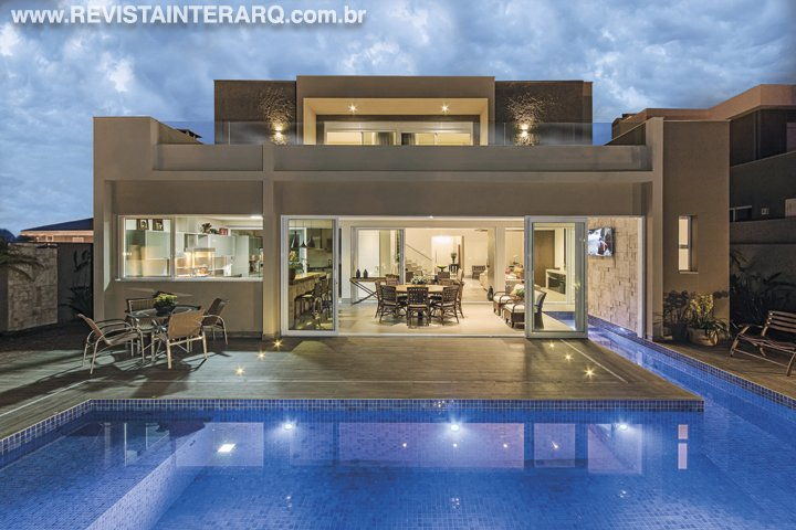 Uma casa contemporânea, com acabamentos de fácil manutenção foram alguns dos pedidos dos moradores - Revista InterArq | Arquitetura, decoração, design, interiores, paisagismo, lifestyle e festas