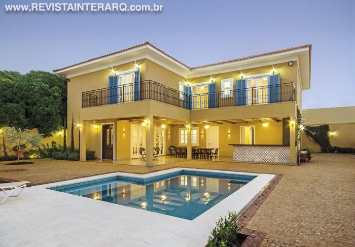 Com um estilo romântico provençal esta projeto  priorizou o bem-estar dos moradores - Revista InterArq | Arquitetura, decoração, design, interiores, paisagismo, lifestyle e festas