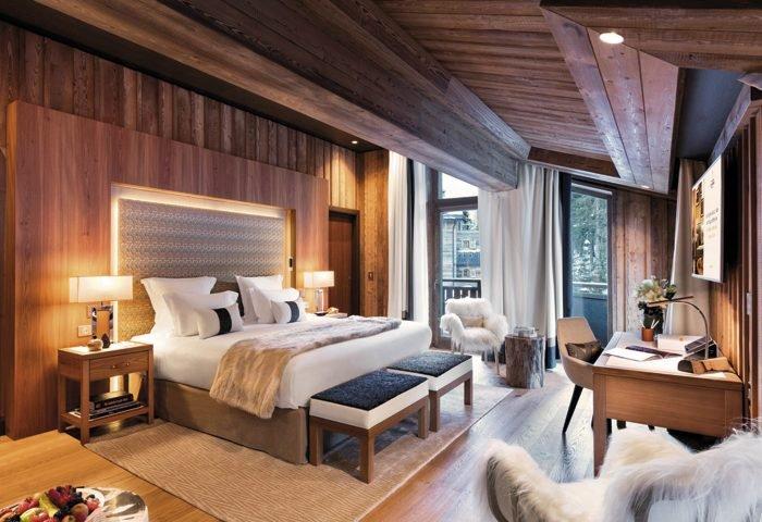 Toda a rede de hotéis de Courchevel se destaca pelo serviço impecável. Na foto, uma confortável suíte do Les Neiges. foto_Fabrice Rambert