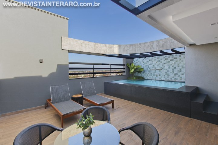 Um projeto de reforma minucioso atualizou esta cobertura de 440 m² com mais de duas décadas de história - Revista InterArq | Arquitetura, decoração, design, interiores, paisagismo, lifestyle e festas